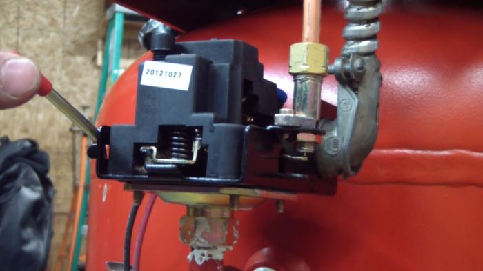 How does an air compressor switch work